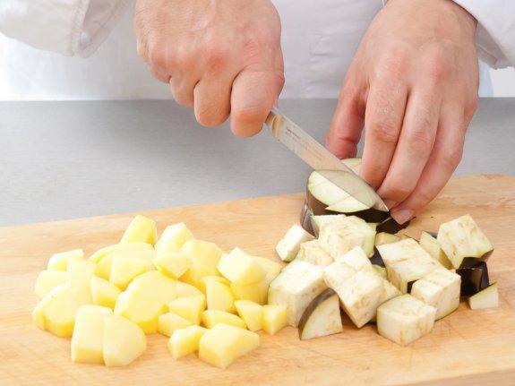 Баранина с картофелем и баклажанами в мультиварке3