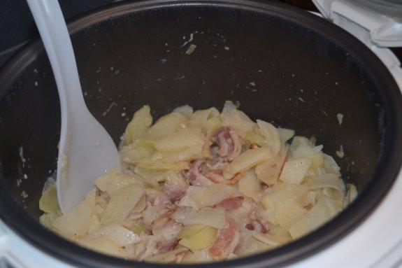 Картофель с беконом в молоке в мультиварке5