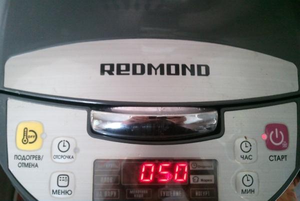 Клубнично-банановый насыпной пирог в мультиварке Redmond 9