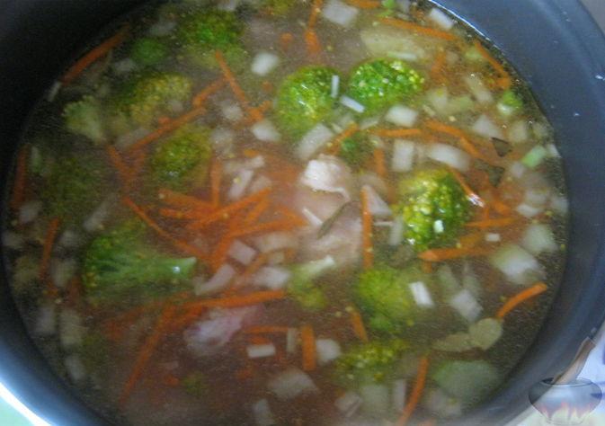 Суп куриный с брокколи в мультиварке8