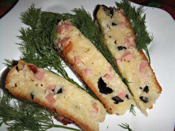 Лепешка с сосисками и сыром в мультиварке