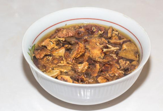 Сырный суп с белыми грибами в мультиварке2
