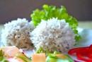 Ёжики с рисом на пару, приготовленные в мультиварке