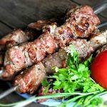 Приготовленные на углях мясо или рыба. Ассортимент продукции