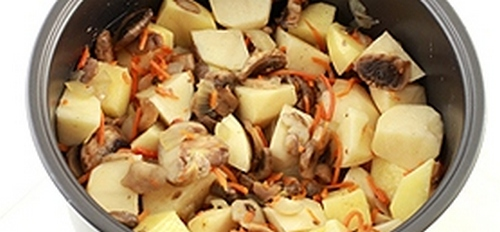 Картофель тушенный с грибами в мультиварке 05