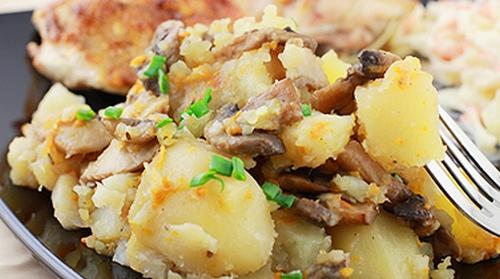 Картофель тушенный с грибами в мультиварке 7