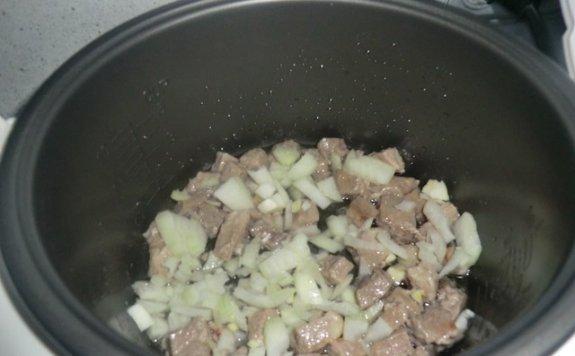 Вкусный картофель, тушеный в мультиварке с капустой2