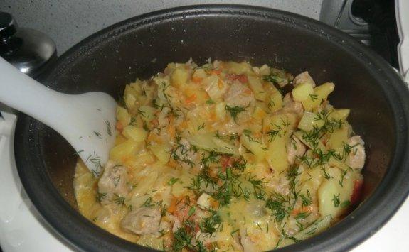 Вкусный картофель, тушеный в мультиварке с капустой5