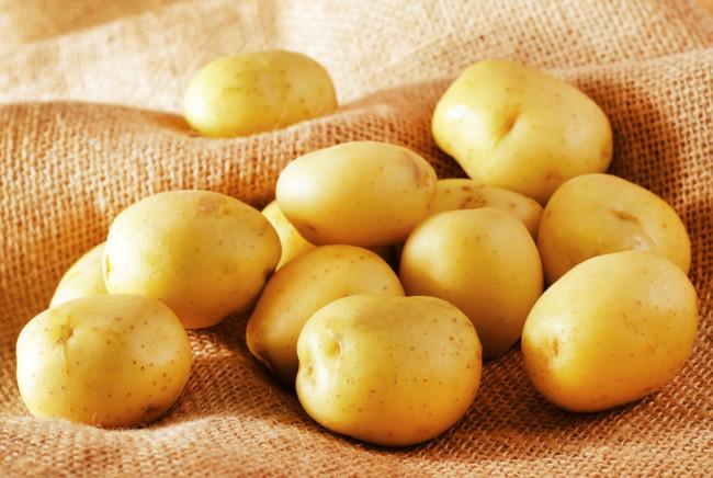 Можно ли и как запечь картошку в мультиварке (рецепты с фото)