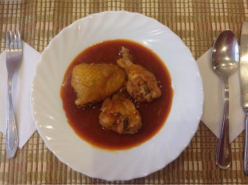 Курица в винном соусе в мультиварке