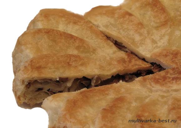 Пирог с капустой, мясом и грибами